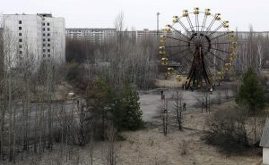 A view of the abandoned city of Prypiat, near the Chernobyl nuclear power plant March 31, 2011. Belarus, Ukraine and Russia will mark the 25th anniversary of the nuclear reactor explosion in Chernobyl, the place where the world's worst civil nuclear accident took place, on April 26. REUTERS/Gleb Garanich (UKRAINE - Tags: DISASTER ENERGY ANNIVERSARY ENVIRONMENT BUSINESS CITYSCAPE)