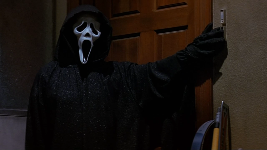Scream 5 - Ghostface stalks Tatum in the garage in Scream
